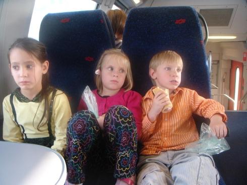 В поезде по дороге в театр