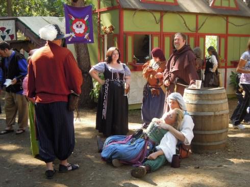Селяне отдыхают после пива